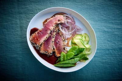 Roasted tuna steaks with sesame seed