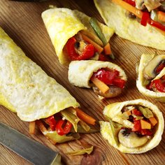 Red pepper and carrot omelette wraps
