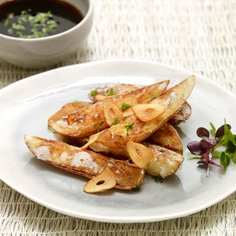 Crispy fried potato wedges with spicy garlic soy sauce